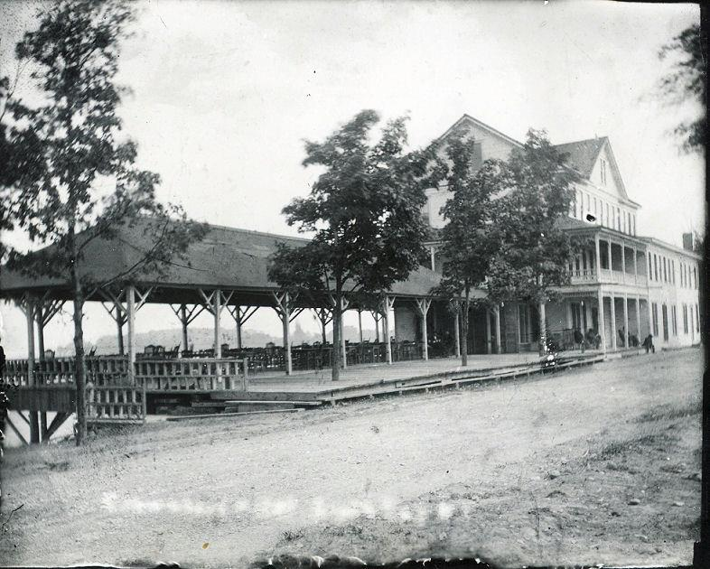Crown Hart Hotel on Lakeshore Rd